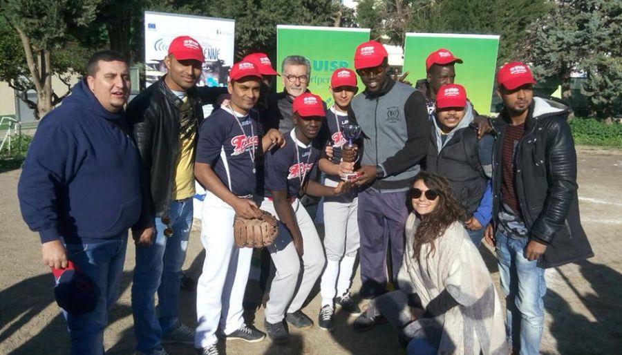 'Stringiamoci la mano': l'iniziativa per favorire l'integrazione e l'inclusione sociale